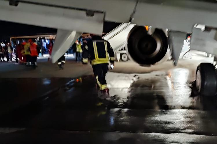 Un avion Fly Egipt a luat foc pe Aeroportul Cluj - FOTO