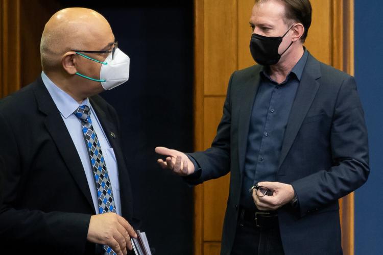Noile măsuri restrictive care se pregătesc. Florin Cîțu și Raed Arafat discută la Palatul Victoria