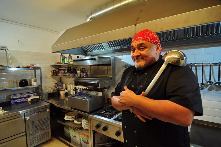 Cunoscut bucătar din România, mort de COVID-19