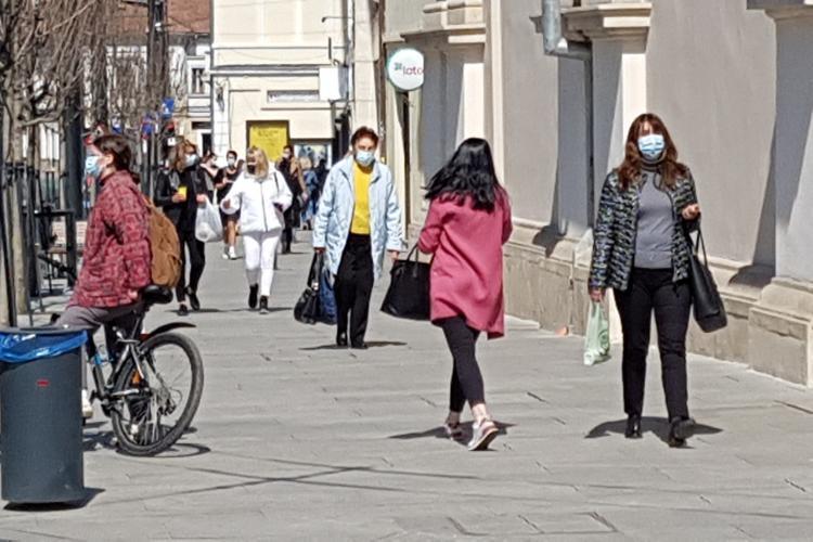 De luni, masca e obligatorie peste tot. Cei nevaccinați au restricții la majoritatea activităților