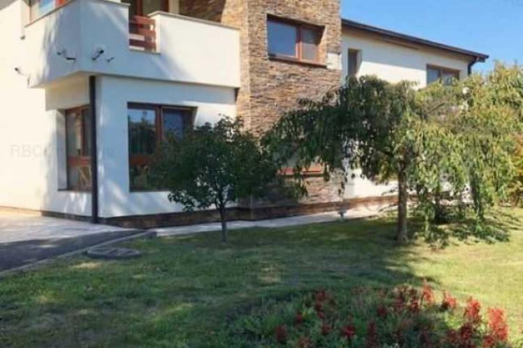 Cum arată vila din Făget care costă 2,5 milioane de euro. Au înnebunit vânzătorii sau cei care plătesc?- VIDEO
