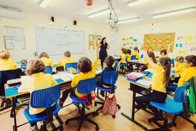 Școlile private își suspendă marți activitatea față în față. Spre deosebire, însă de cele stat, acestea vor putea face on-line
