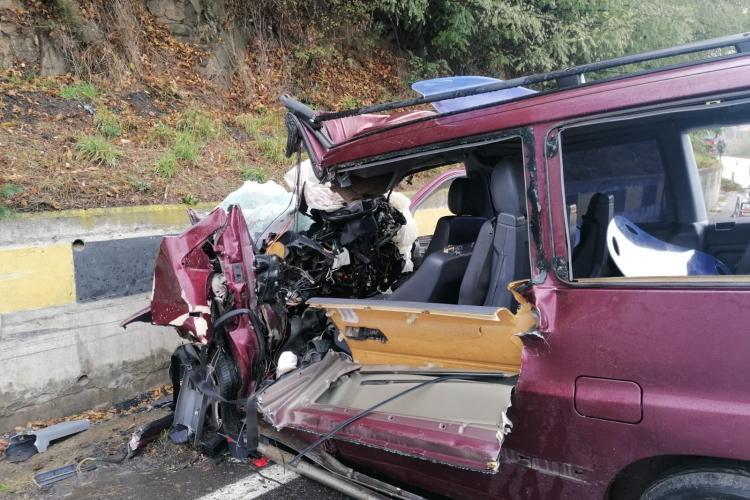 Accident rutier GRAV în Negreni. 2 persoane au fost transportate la spital - FOTO
