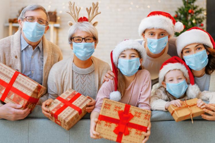 Restricţii de Sărbători. Ministrul Sănătăţii ne spune dacă românii vor face Crăciunul şi Revelionul în case