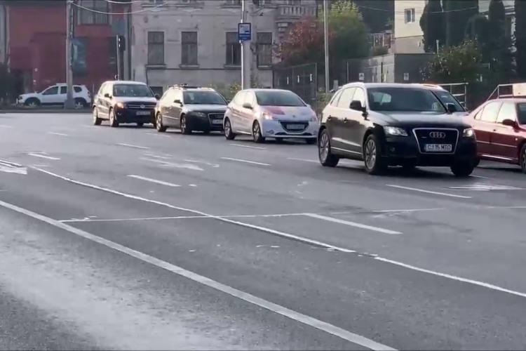 Parcarea din Piața Cipariu este plină! Clujenii au treburi în centru și nu au unde parca - VIDEO și FOTO