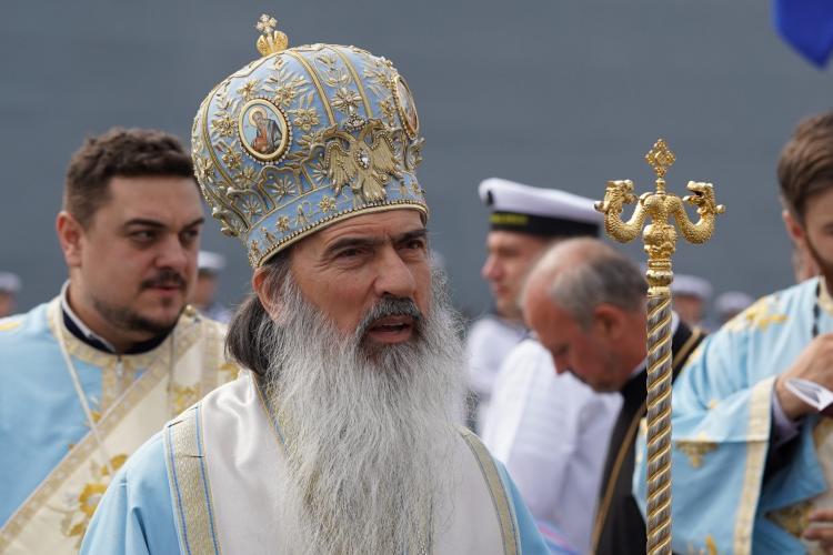 Arhiepiscopul Tomisului, ÎPS Teodosie, le-a transmis credincioșilor că vaccinul nu e asumat de NIMENI. CTP: Ar trebui arestat