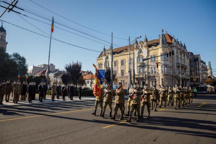 """Marș organizat pentru Ziua Armatei Române la Cluj-Napoca. Boc: """"Transmit un gând bun militarilor români"""" - FOTO"""