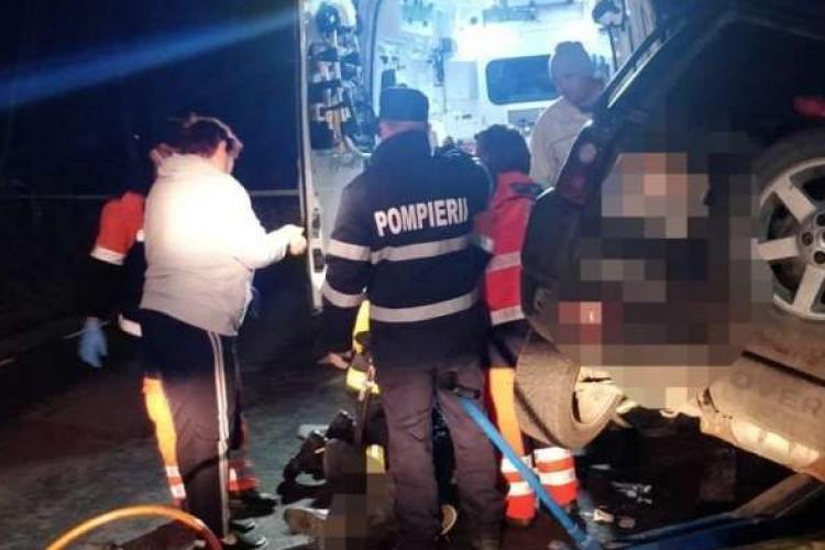 Un bărbat a murit strivit sub propria mașină după ce a uitat să tragă frâna de mână - FOTO