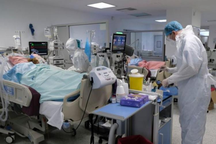"""Medicii sunt îngrijorați de posibilitatea apariției unei tulpini COVID românești. Medic: """"Din nefericire, am observat o modificare în simptomatologie"""""""