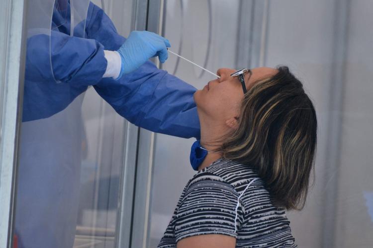 Testele COVID-19 pentru adulții nevaccinați nu vor mai fi gratuite în Franța
