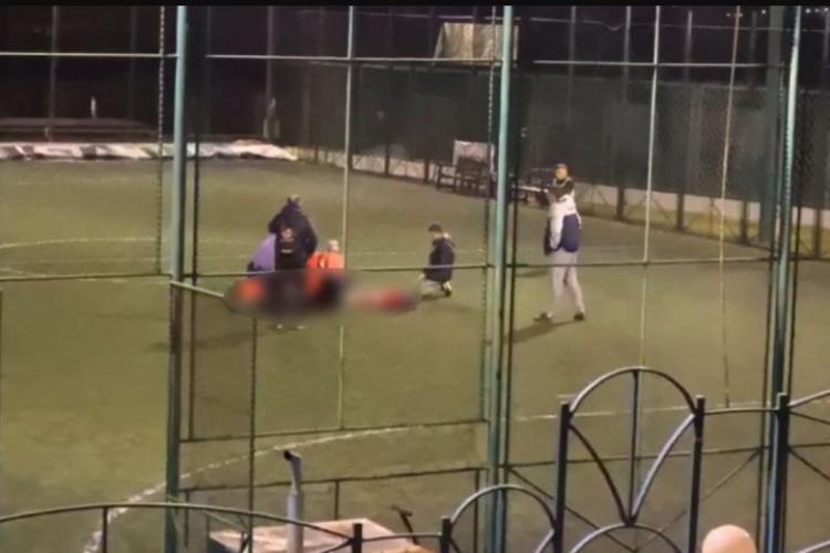 Un bărbat a murit sub ochii prietenilor, în timpul unui meci de fotbal, în Hunedoara