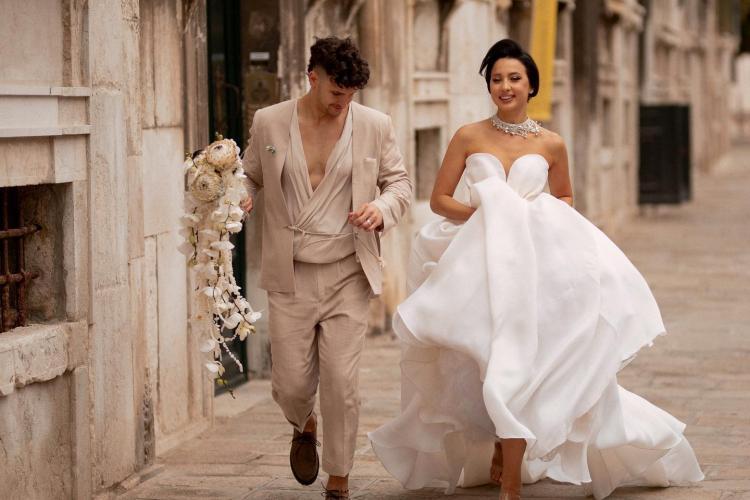 """""""Prințișorii"""" Clujului au făcut o nuntă de vis la Veneția. Cuplul de vis e format din bloggerița Diana Rogo și un arhitect de viitor - FOTO"""