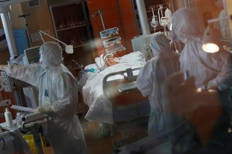 Hrănirea unui pacient internat la ATI cu COVID poate dura și 3 ore pentru o singură masă