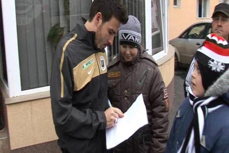 """""""Printul"""" Cristea, asaltat de copii pentru autografe dupa meciul cu FC Brasov: Vreau la Nationala - VIDEO"""