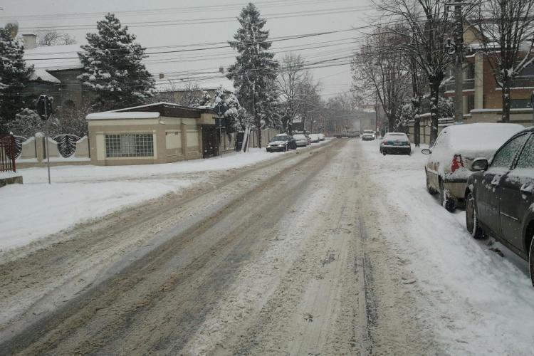 Pe strazile din cartierul Gheorgheni e derdelus, cu drumuri acoperite de zapada - STIREA CITITORULUI - FOTO