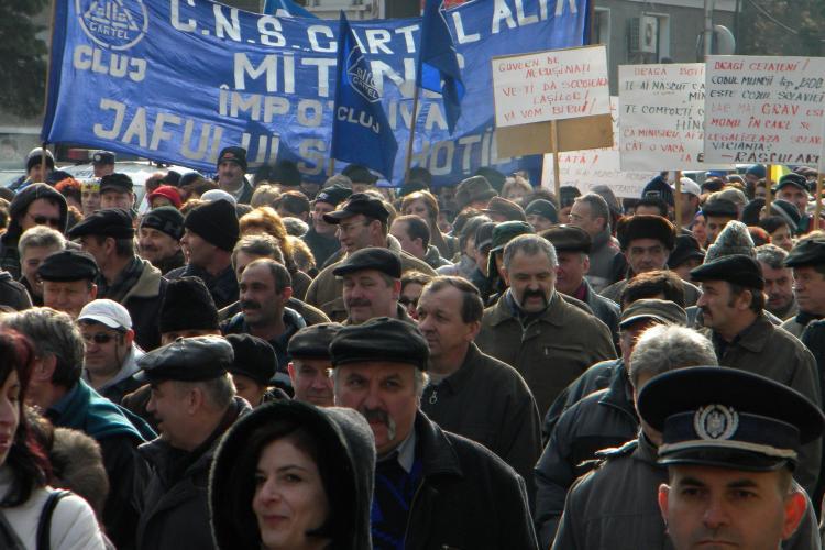 "Protest la Cluj impotriva Codului Muncii! Sindicalistii catre Boc: ""Iesi afara, javra ordinara!"" - VIDEO"
