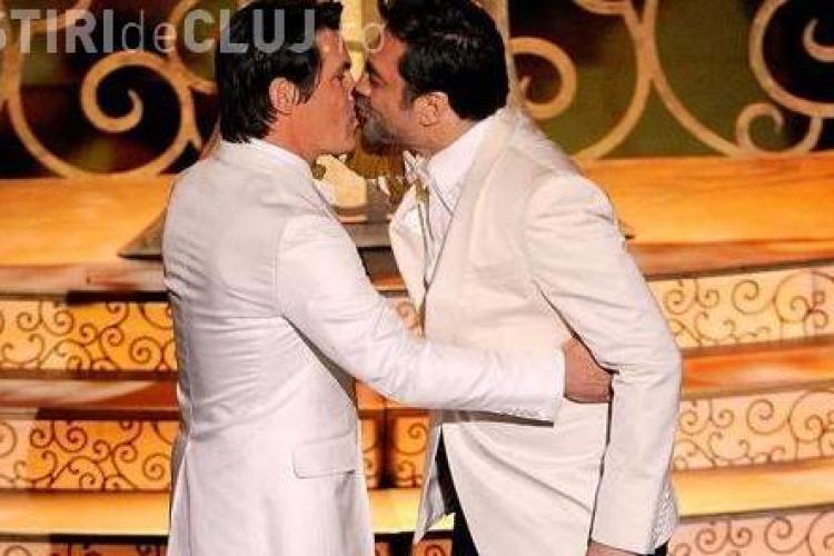Sarutul gay dintre Javier Bardem si Josh Brolin, cenzurat la gala Oscarurilor! - FOTO