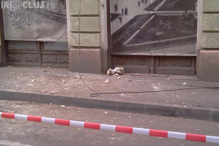Proprietarii cladirilor din care cad bucati de zidarie, amendati de Primaria clujeana cu 11.000 de lei! FOTO