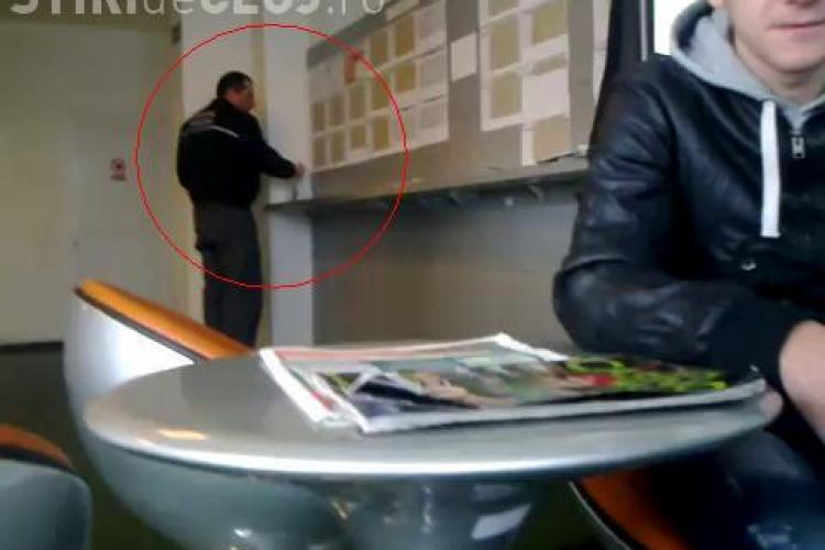 Politist comunitar din Cluj, filmat in timp ce joaca la pariuri in timpul serviciului? Reprezentantii Primariei spun ca nu este angajatul institutiei!