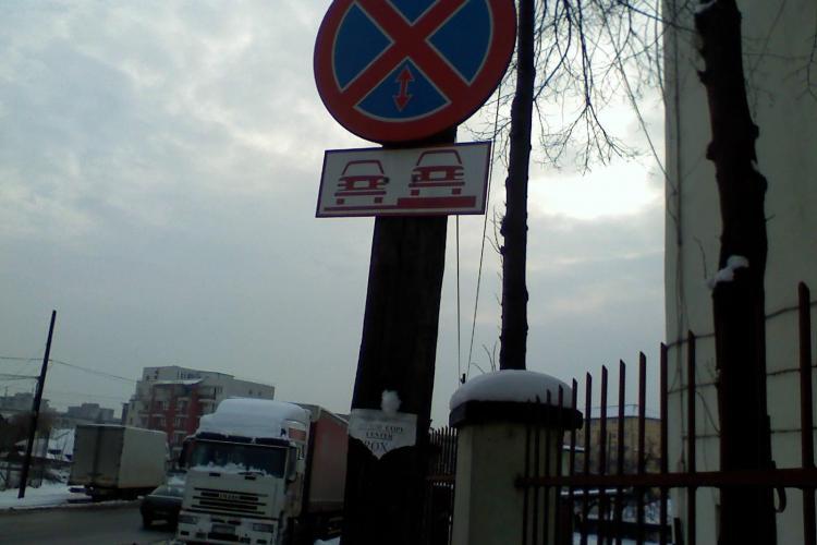 TIR -istii parcheaza unde vor in oras si nimeni nu le face nimic! Primaria clujeana ridica din umeri - STIREA CITITORULUI - FOTO