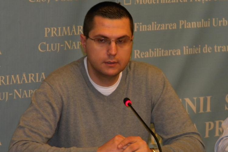 Viceprimarul Radu Moisin, acuzat ca i-a facut cadou o locuinta ANL prietenei sale, Loredana Pop, secretara lui Daniel Buda