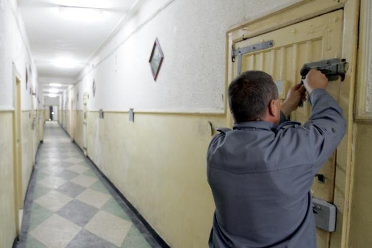 Detinutul de la Penitenciarul Gherla care si-a taiat penisul este in stare stabila si este la infirmeria penitenciarului!