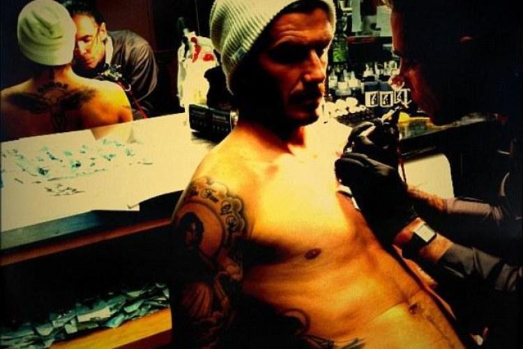 David Beckham si-a facut pe piept un tatuaj cu Isus si trei ingeri! - FOTO