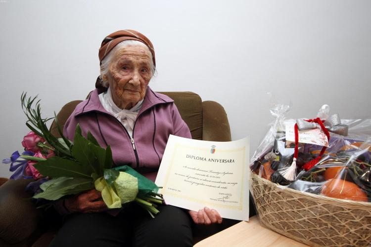 Trei clujence care au peste 100 de ani au fost premiate de Ziua Femeii - FOTO