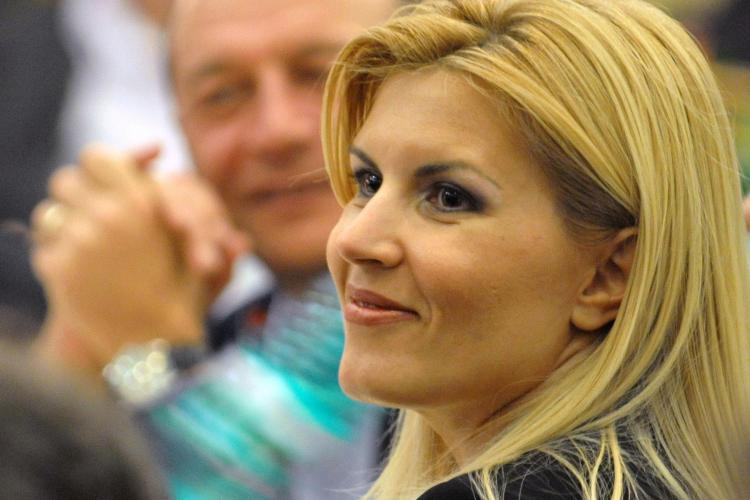Udrea a anuntat pe Twitter ca il sustine pe Boc la presedintia PDL