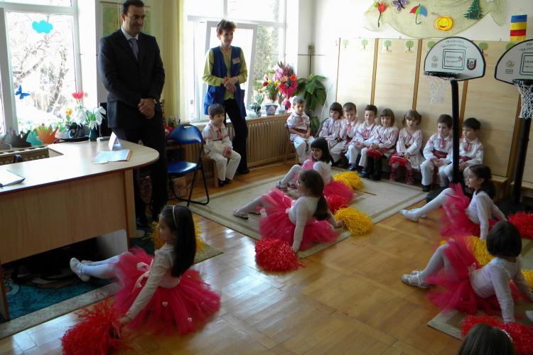 """Dansul copiilor de la gradinita """"Mica Sirena"""" pe Imnul PDL este anchetat de Inspectoratul Scolar Cluj"""