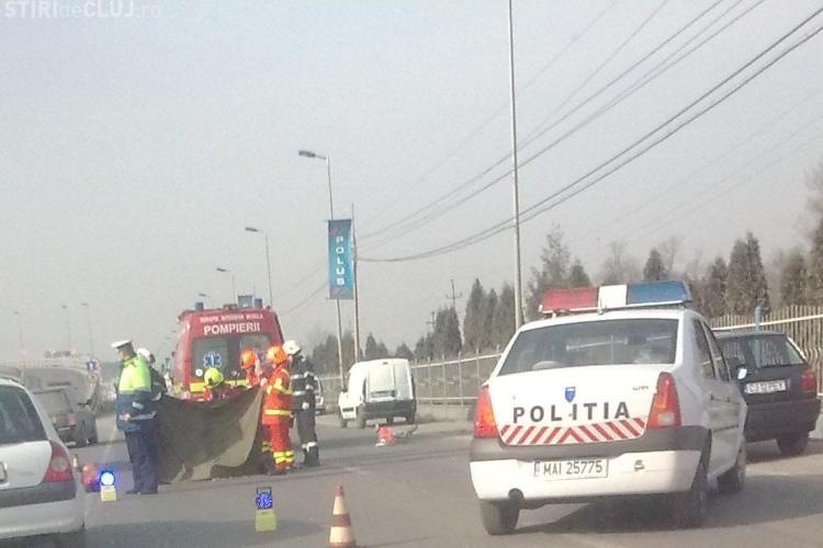 Accident mortal in fata la Polus Center! Un biciclist a fost lovit de un autoturism langa pasarela de acces spre centrul comercial