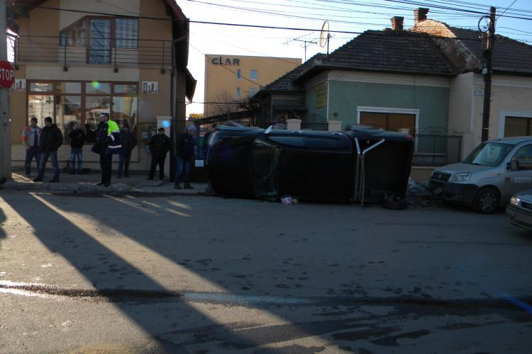 Accident pe strada Plevnei la intersectia cu Fabricii de Zahar! O masina de teren s-a rasturnat - VIDEO si Galerie FOTO