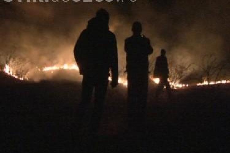 Incendiu de vegetatie langa Gherla - VIDEO
