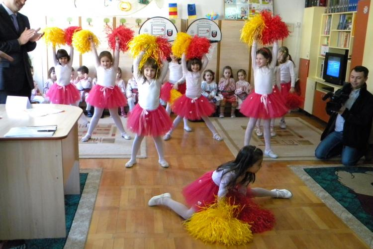 "Vezi cum au dansat copiii de la Gradinita ""Mica Sirena"" pe Imnul PDL, ""Verde-nrourat"" - Galerie FOTO"