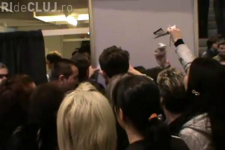 """Catalin Botezatu a dat zeci de autografe la Iulius Mall, la finalul prezentarii colectiei """"Boxing""""! VIDEO"""