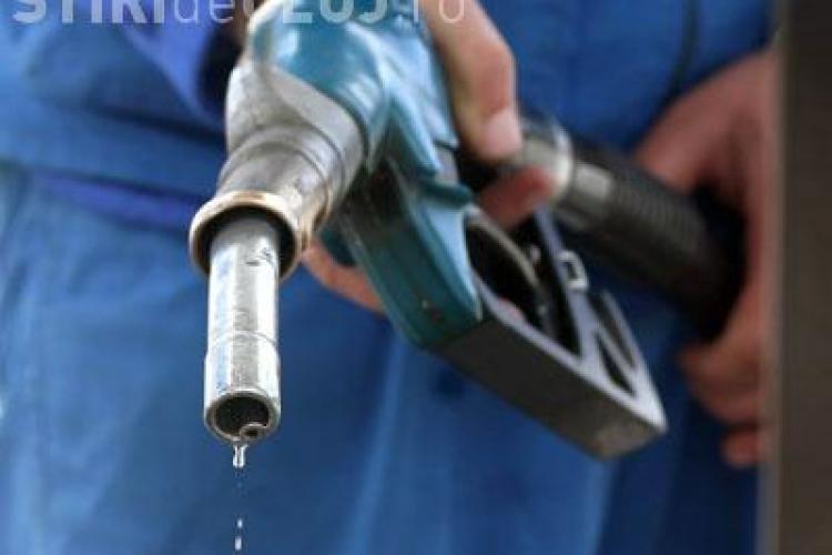 Benzina la pompa se vinde cu 5 lei pe litru