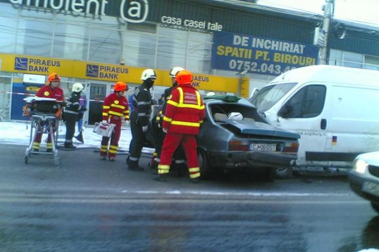 Accident cu mai multe autoturisme implicate in fata magazinului Ambient, cartierul Someseni. O femeie a fost incarcerata- VIDEO