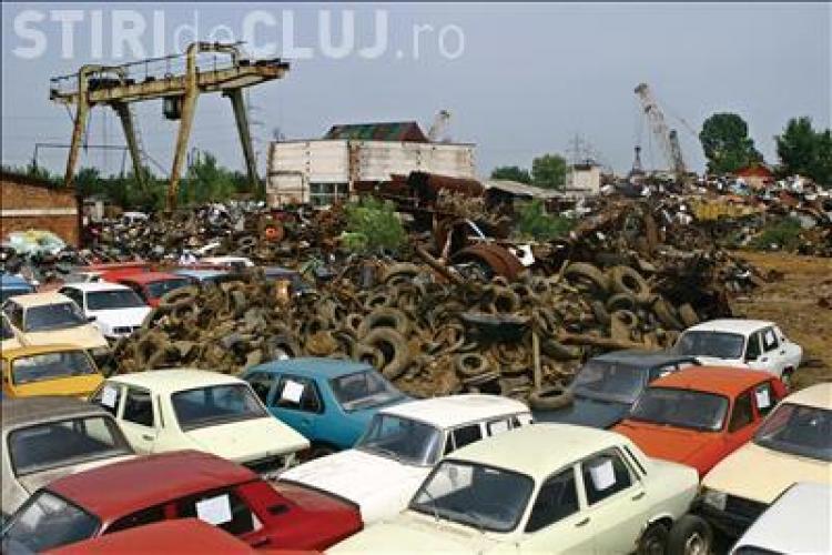 Coada de zeci de masini la Remat! Clujenii primesc de astazi 3.800 de lei pentru rablele duse la casat