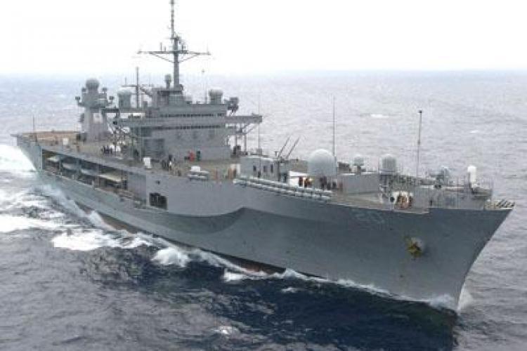 Un vas militar s-a scufundat cu 104 persoane la bord