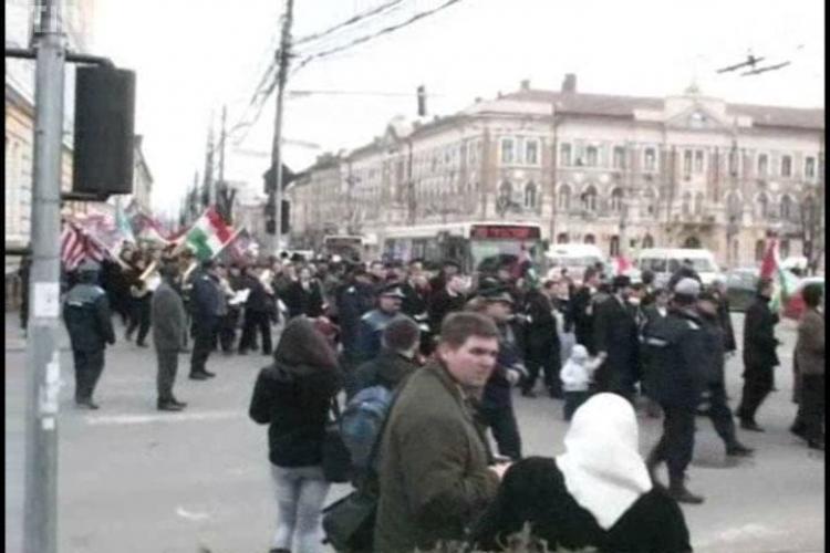 Ministrul Sanatatii Attila Cseke a marsaluit alaturi de sute de oameni la Cluj de ziua maghiarilor de pretutindeni- VIDEO