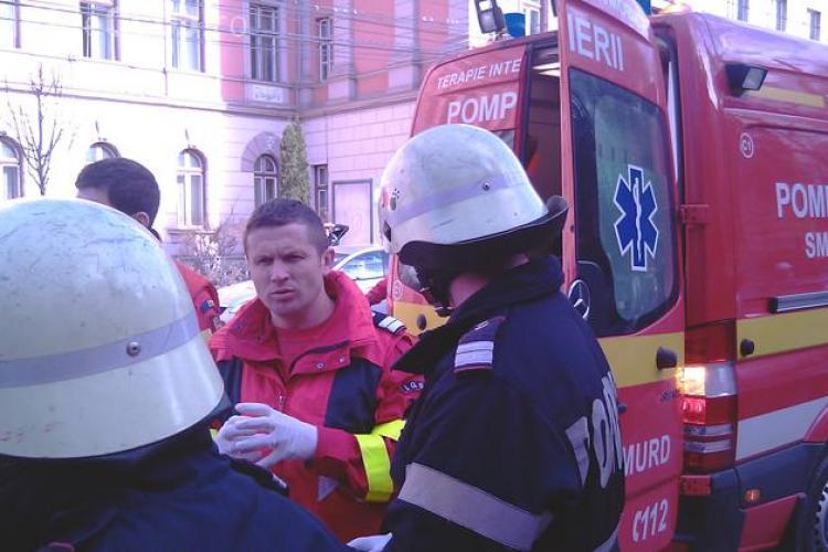 Accident langa Teatrul National din Cluj. Un tanar a fost luat pe capota de un VW -  FOTO