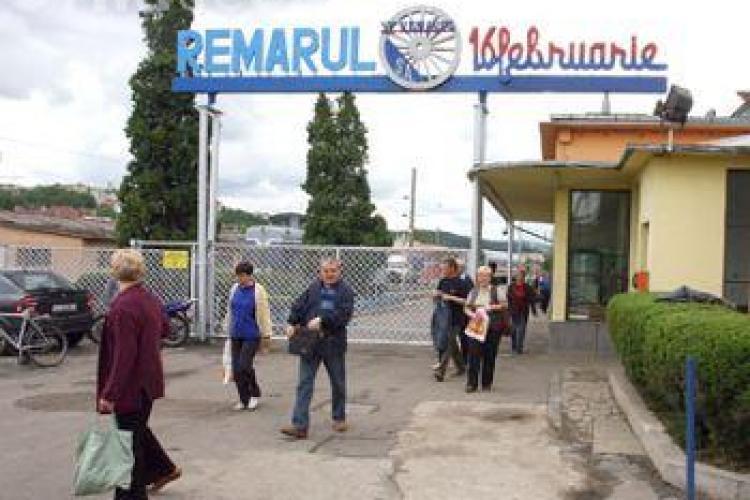 Angajatii de la Remarul, din nou la protest in curtea fabricii