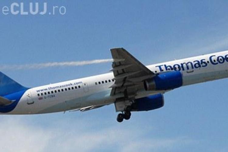 Incident aviatic! Sute de litri de combustibil s-au scurs dintr-un avion cu turisti britanici - FOTO de la incident