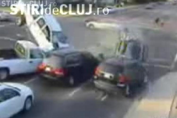 Accident spectaculos! Cinci masini sunt facute praf din cauza unui sofer inconstient - VIDEO - Imagini socante