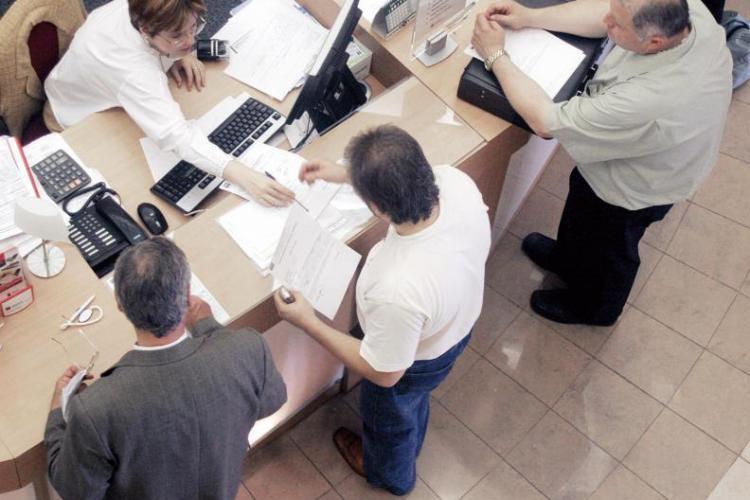 O banca a fost amendata de inspectorii OPC Cluj cu 2.000 de lei pentru nereguli la intocmirea contractelor