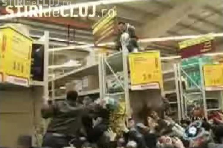 2000 de oameni, buluc la inaugurarea unui magazin de bricolaj in Iasi- VIDEO