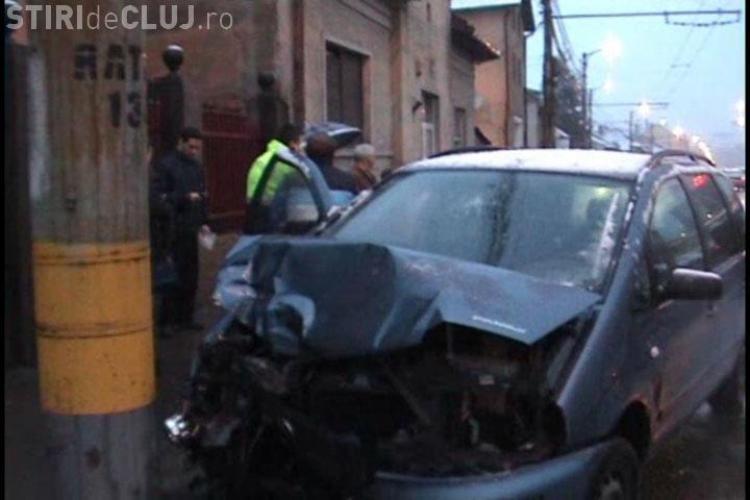 Accident  pe Calea Manastur (Lukoil), din Cluj-Napoca. Doua masini avariate din cauza unui sofer neatent si a unuia care era baut- VIDEO