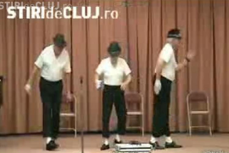 Tribut Michael Jackson! Trei batranei au dansat pe muzica megastarului si i-au imitat miscarile - VIDEO