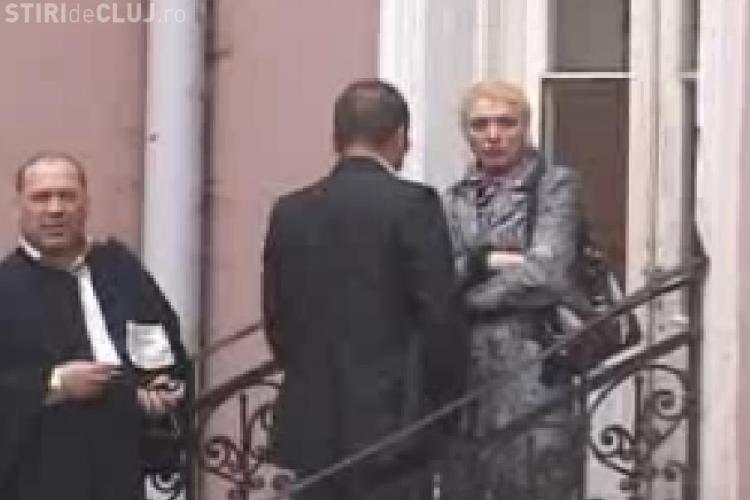 """Scandalul sexual de la Nana Club a ajuns la Tribunal. Primele imagini cu """"matroana"""" care a innebunit lumea buna din Cluj - VIDEO"""