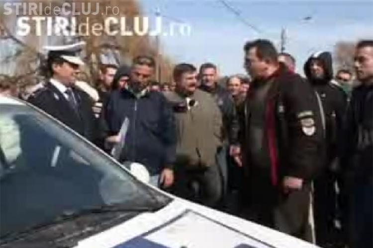 Scandal la protestul taximetristilor! Acestia s-au luat la cearta cu politistii, pentru ca au vrut sa ii filmeze - VIDEO